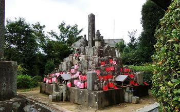 blog04遊仙寺寄せ墓.jpg